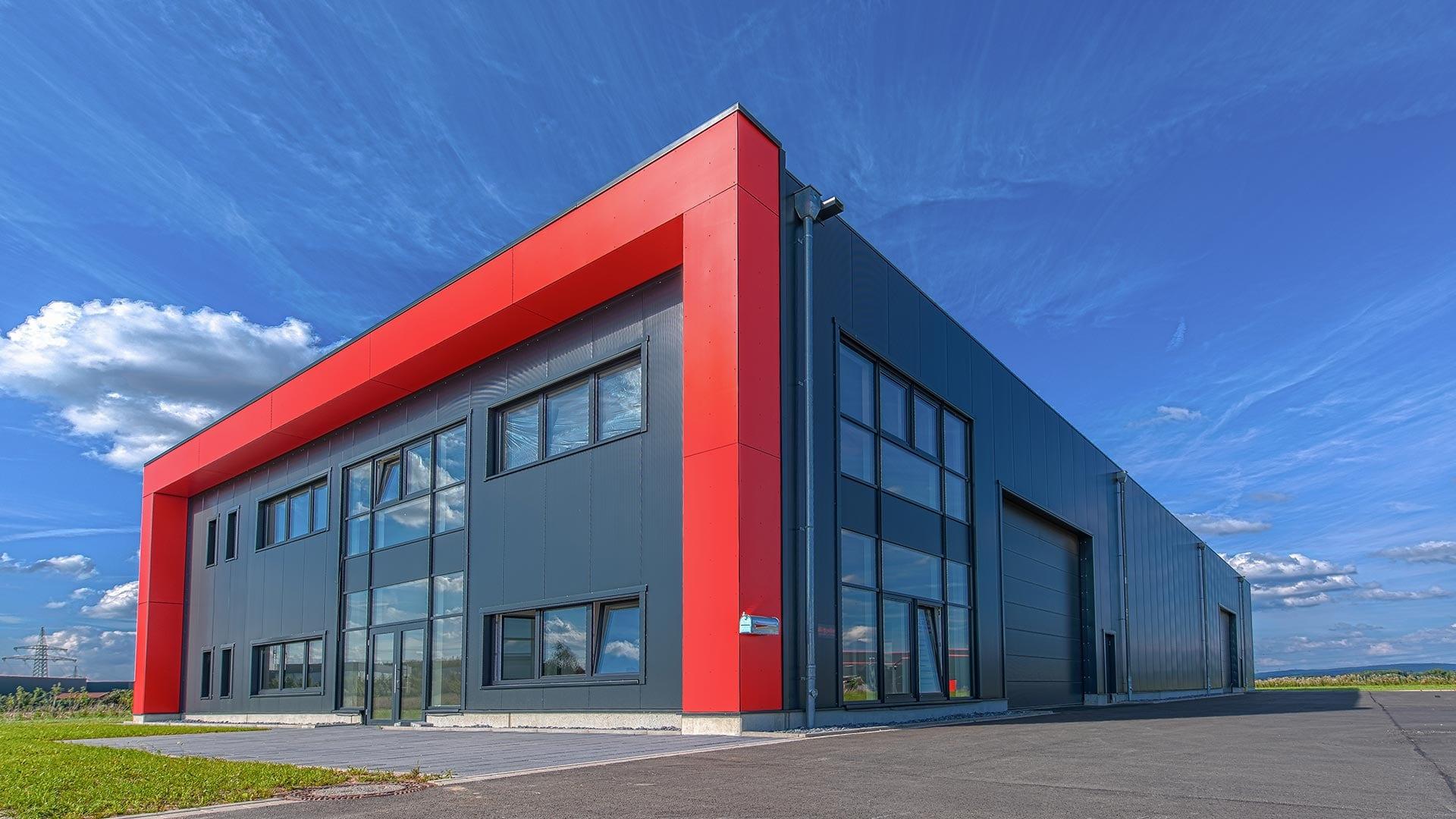 Holzhalle-Industriehalle-in-Holzbauweise-von-FH-Finnholz-erstellt