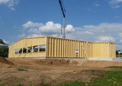 Holzrahmenbauelemente-Holzhalle-der-FH-Finnholz