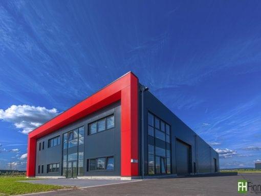 Produktionshalle mit Bürotrakt in Lage