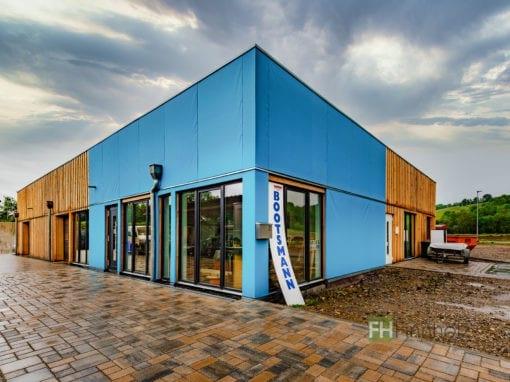 Gewerbehalle mit Ausstellungs- und Werkstattbereich