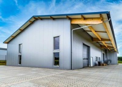 Zweigeschossige Gewerbehalle mit Büro und Werkstatt in Buxtehude